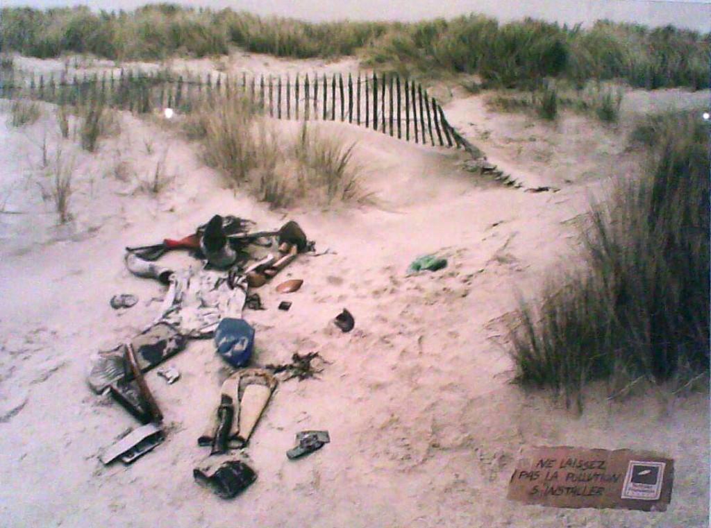 Affiche pour la propreté des plages par la surfrider fundation