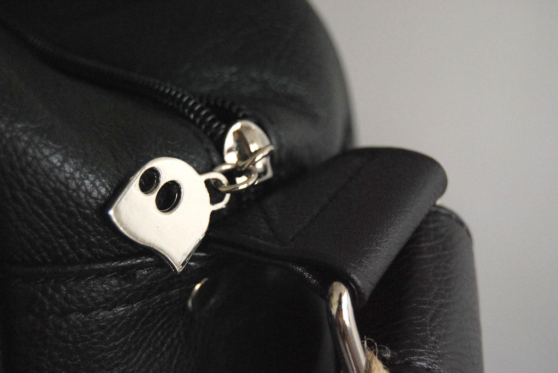 Détail de la fermeture de la sacoche Youko - Crédits photo : La Veilleuse Graphique