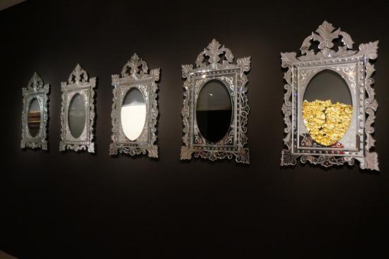 « Miroirs Portrait-Stress of Our Society » par Orlan - 2009 - Crédits photo : © La Fille Futile